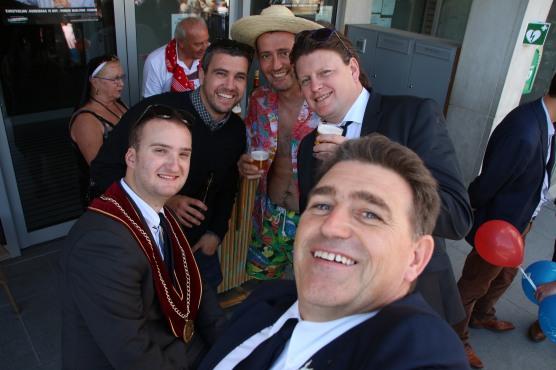 Selfie met 5 koningen , Roel, Filiep III, Frederik , Benedikt en Geert I